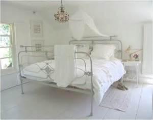białą  sypialnia